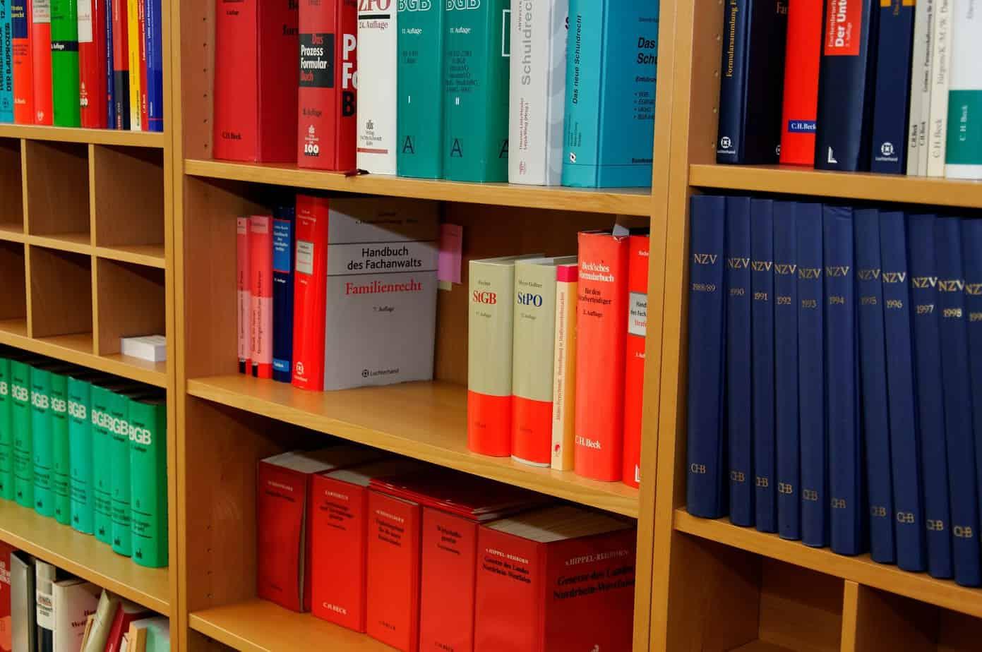 Schrank, Bücher, Gesetze, Recht, Rechtsprechung